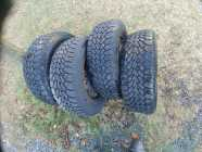 4 Goodyear Winter Studded rires rims