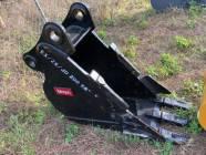 "Unused 18"" Deere 200 Excavator Bucket"